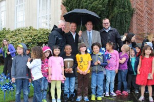 Thank you to PPS Vestal School Kindergarteners, Portland City Commisioner Dan Saltzman, Oregon Department of Education's Ely Sanders-Wilcox, Impact NW's Managing Director Jeff Cogen, CARES Program Manager Kevin Dowling, and Vestal Elementary Principal Emily Glasgow for supporting #ChildAbuseAwarenessMonth by planting pinwheels and speaking about this important topic.