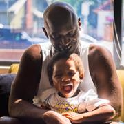 Anthony, padre de dos niños gemelos, encontró apoyo en Impact NW Richmond Place