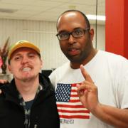 Los participantes de Club Impact conocen nuevos amigos y pasan un rato en un lugar seguro para que los adultos con discapacidades practiquen habilidades sociales.