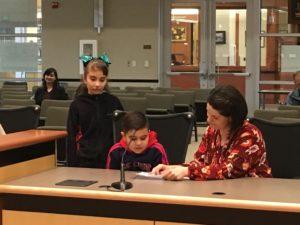 Хоселин, Миссис и Джессика Бек - Ведущий SHINE в Kinnaman Elementary