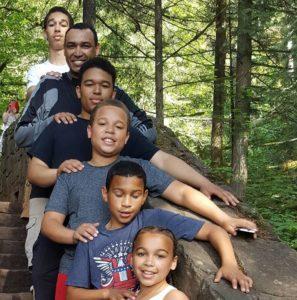 Семья Джерома (сверху вниз): Бенджамин, Иероним, Леви, Иуда, Иосиф и Жасмин.
